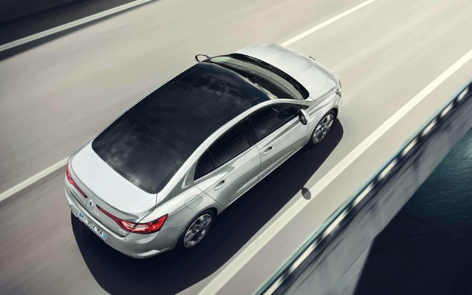 ИзТурции слюбовью: представлен новый седан Renault Megane— фото 607508