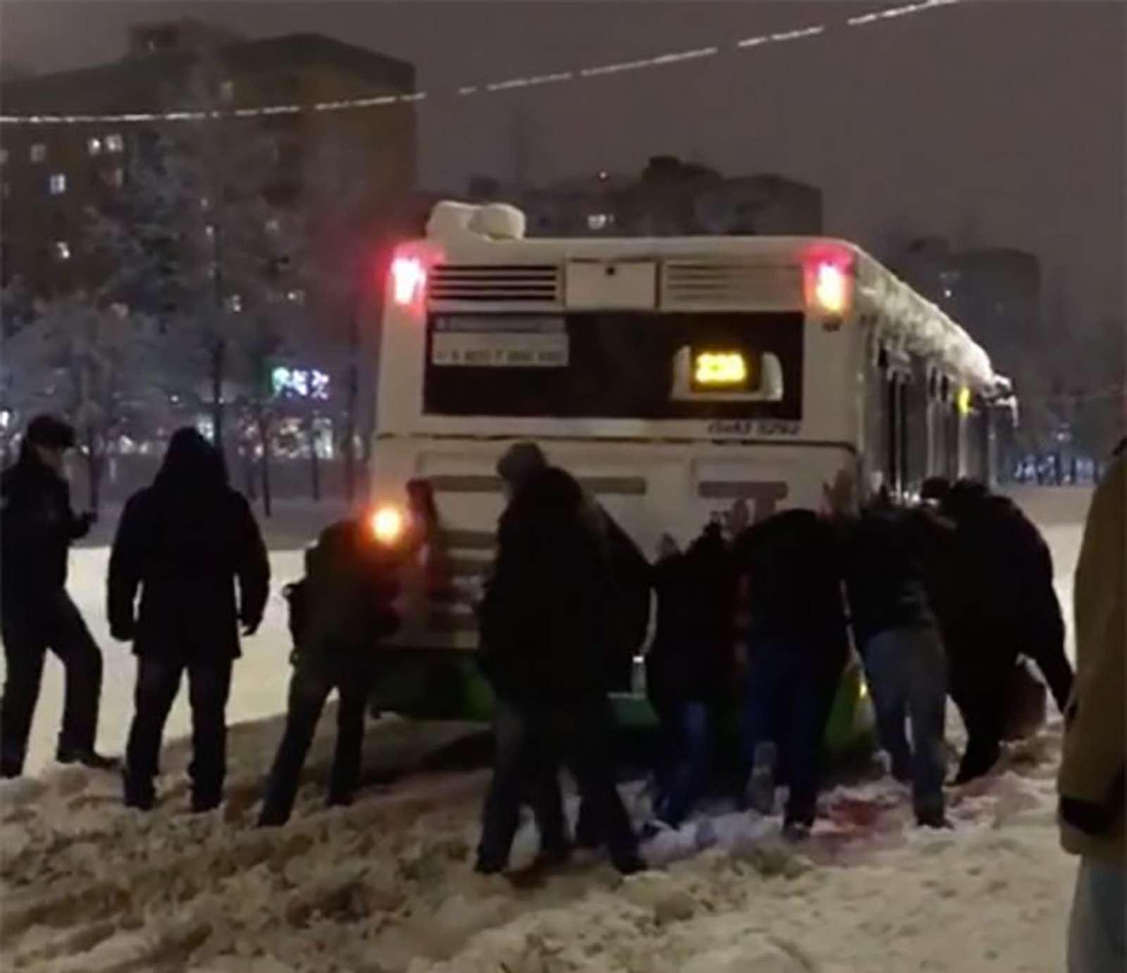 «Снегопад века»: как в Москве пережили первый катаклизм года - фото 842114