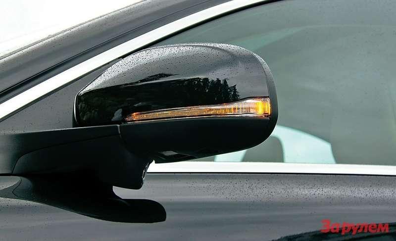 Наиболее яркие черты, покоторым можно распознать представительный седан «Вольво» 2012 модельного года,— светодиодные указатели поворотов внаружных зеркалах.