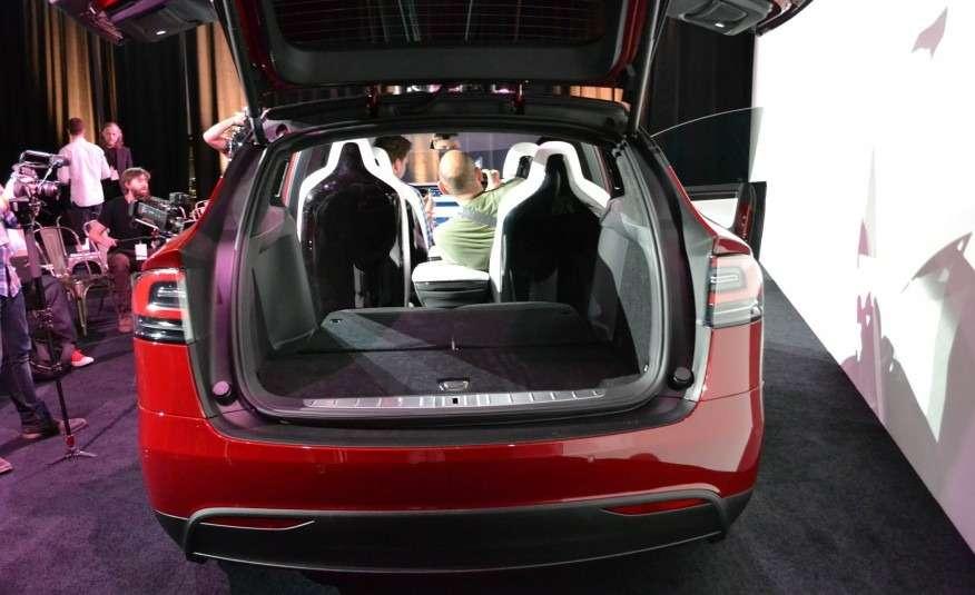 2016-Tesla-Model-X-110-876x535
