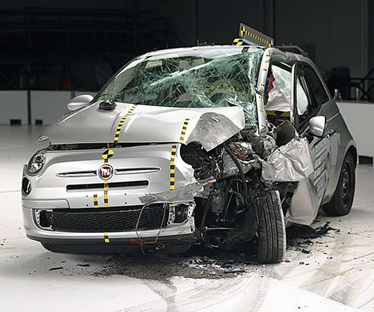 Chevrolet Spark единственным изгородских автомобилей прошел тест IIHS удар смалым перекрытием