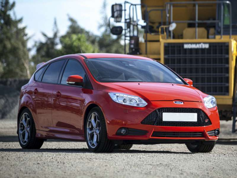 Ford_Focus_Hatchback 5 door_2012