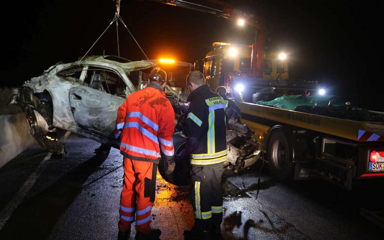 Porsche 911 сгорел дотла посреди дороги— фото 922300