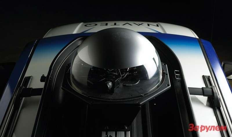 """Рабочий автомобиль NAVTEQ оборудован шестью камерами: три камеры """"смотрят"""" вперед, две— встороны, иодна— назад"""