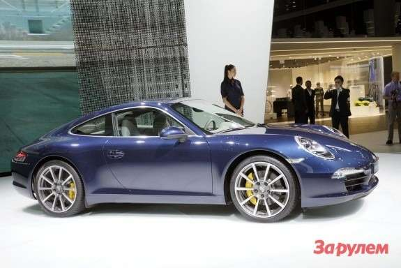 Porsche 911 Carrera S side view