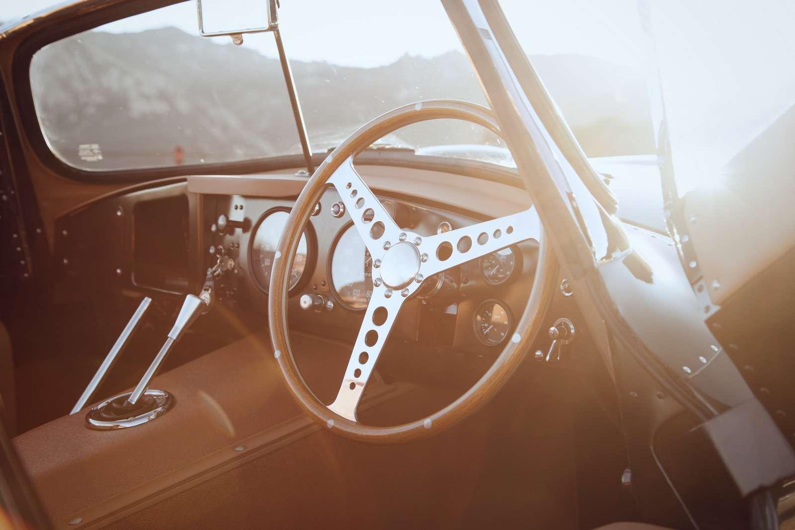 Jaguar вернулся квыпуску карбюраторных автомобилей— фото 665308