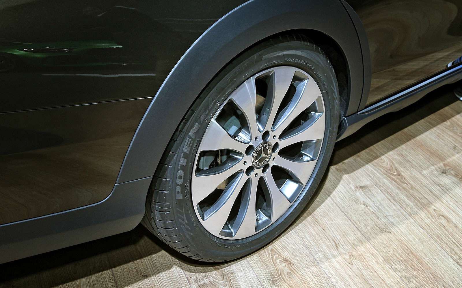 Небывалая «ешка»: вПариж приехал универсал Mercedes-Benz All-Terrain— фото 641652