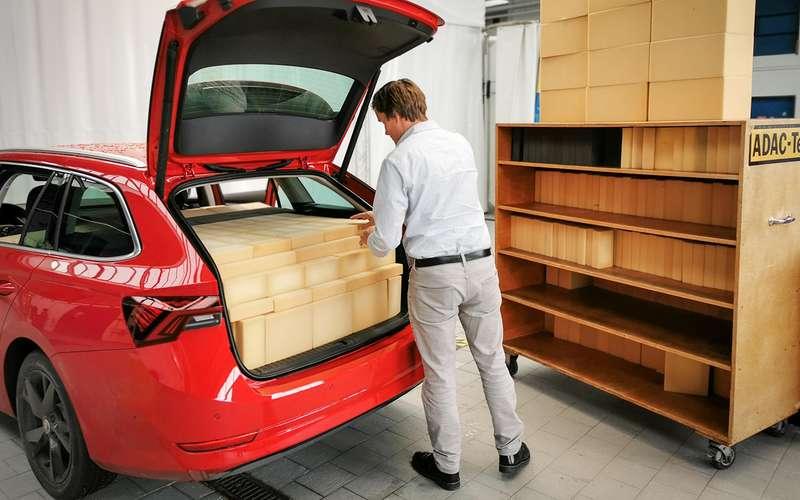 ADAC: компании часто «округляют» объемы багажника
