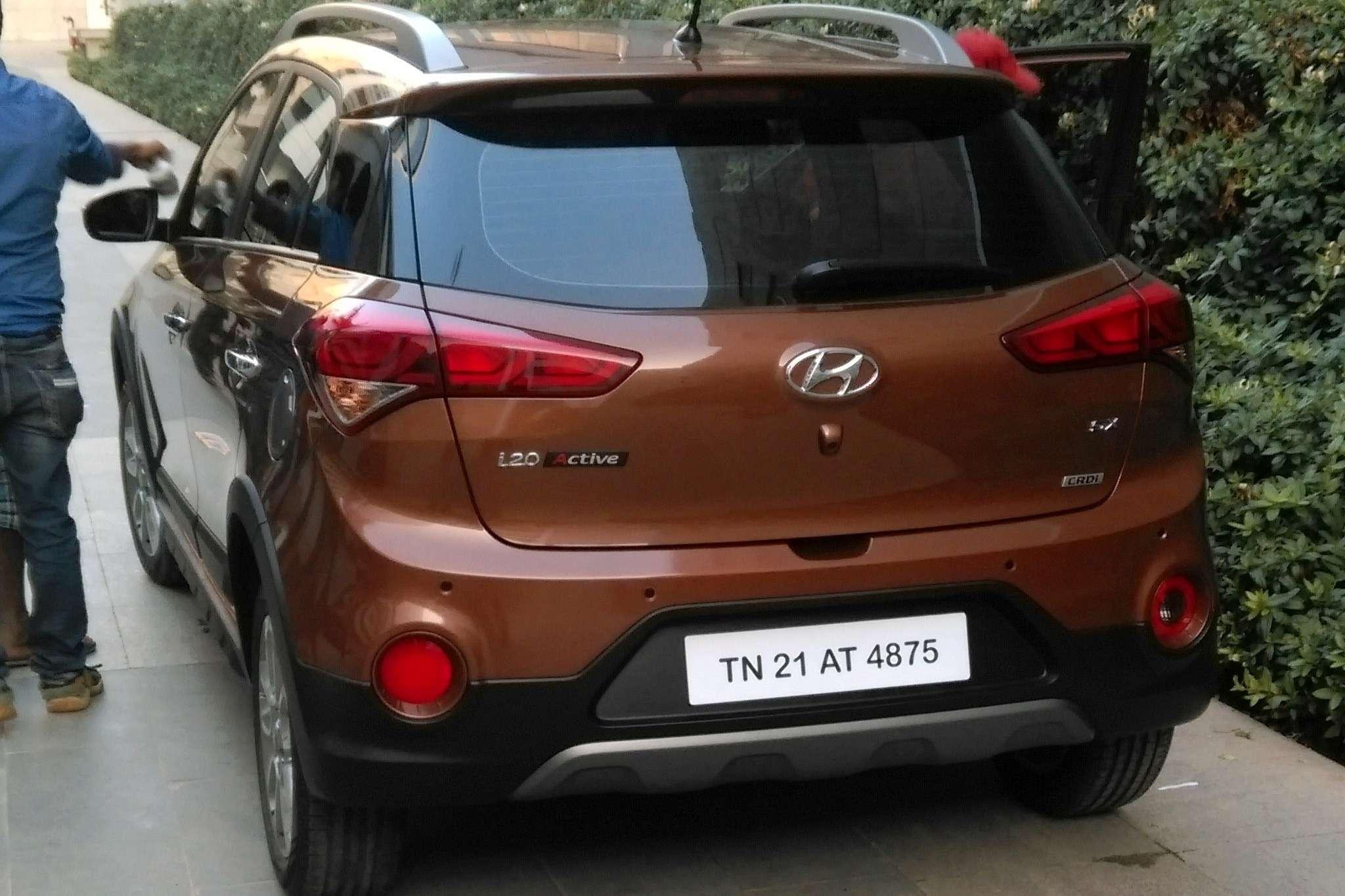 Hyundai-i20-Active-10-reflectors
