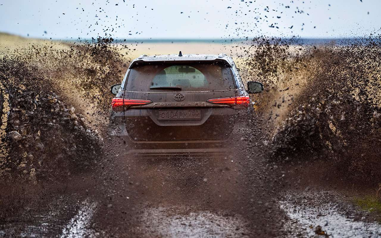 Новый Toyota Fortuner— тест-драйв ЗР— фото 837315