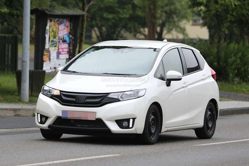spyshots-all-new-2015-honda-jazz-testing-in-europe-for-the-first-time_2
