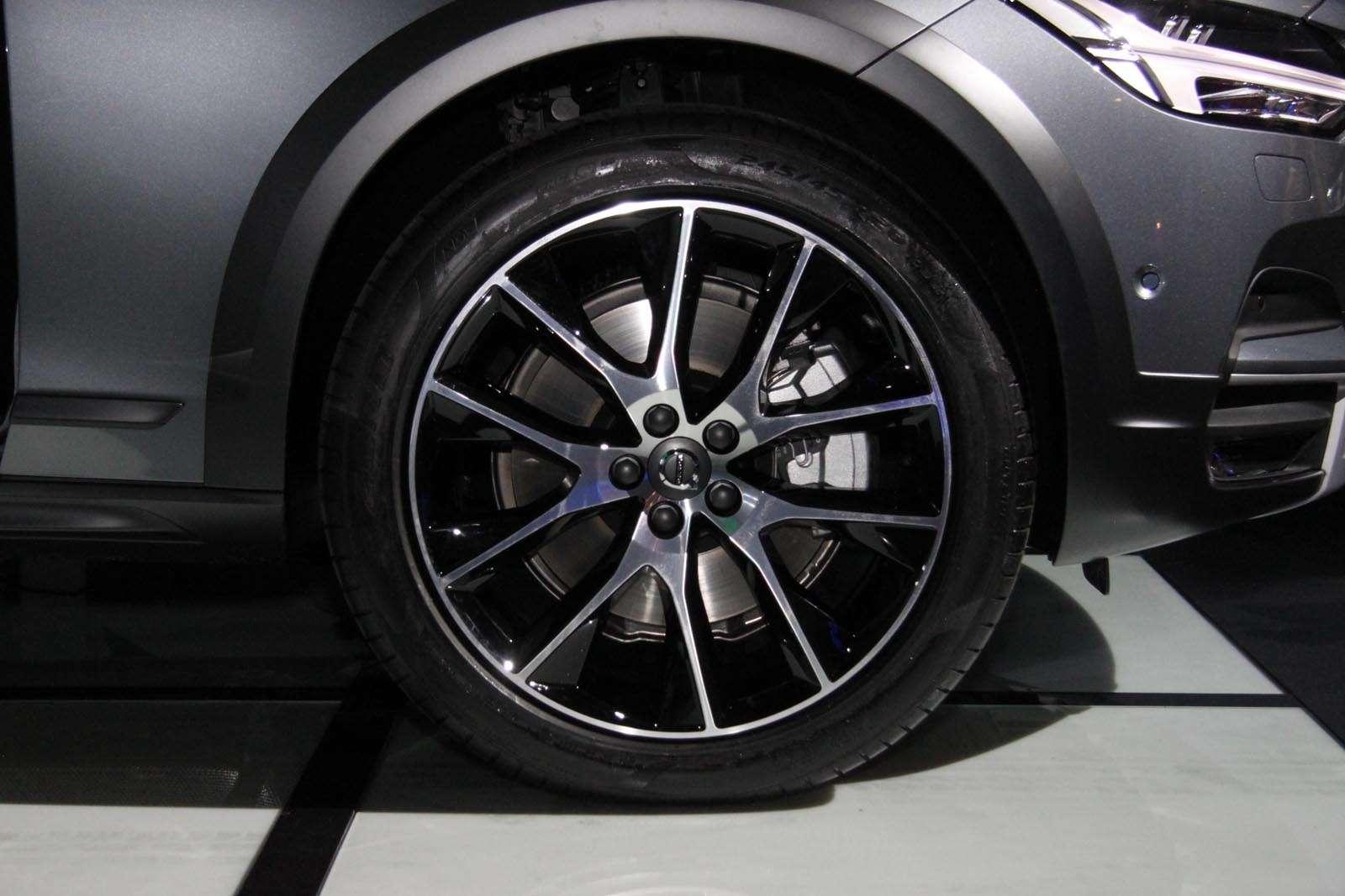 Volvo V90 Cross Country: старт российских продаж ирублевые цены— фото 674572