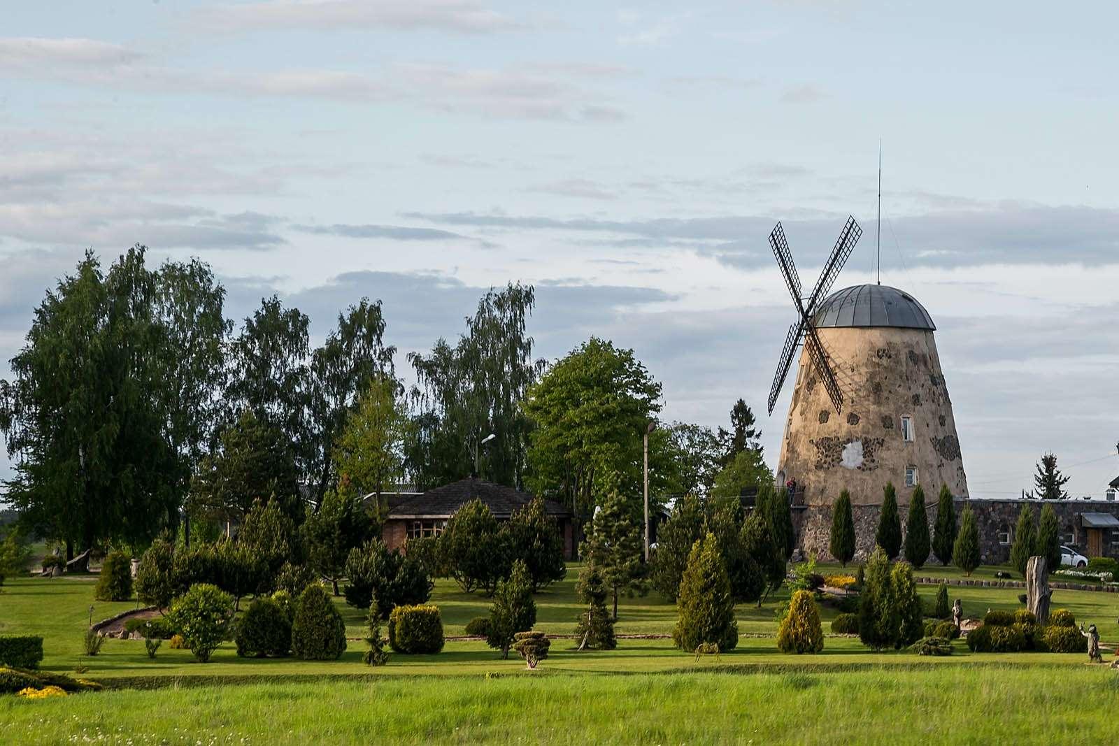 Одна издостопримечательностей города Обяляй вРокишкском районе Паневежского уезда Литвы