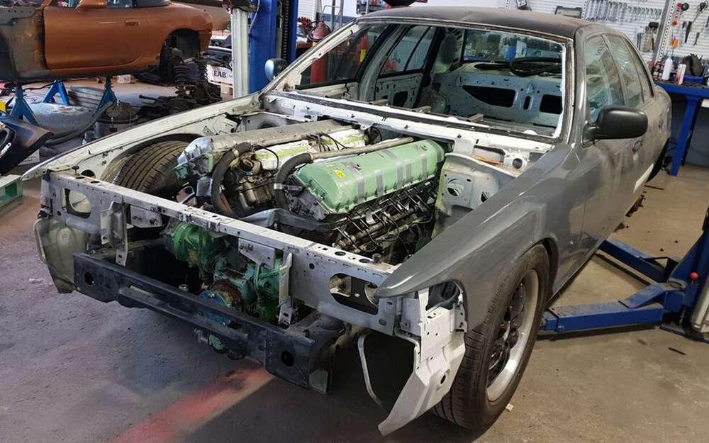 Наполицейский Ford установили 27-литровый мотор— оттанка