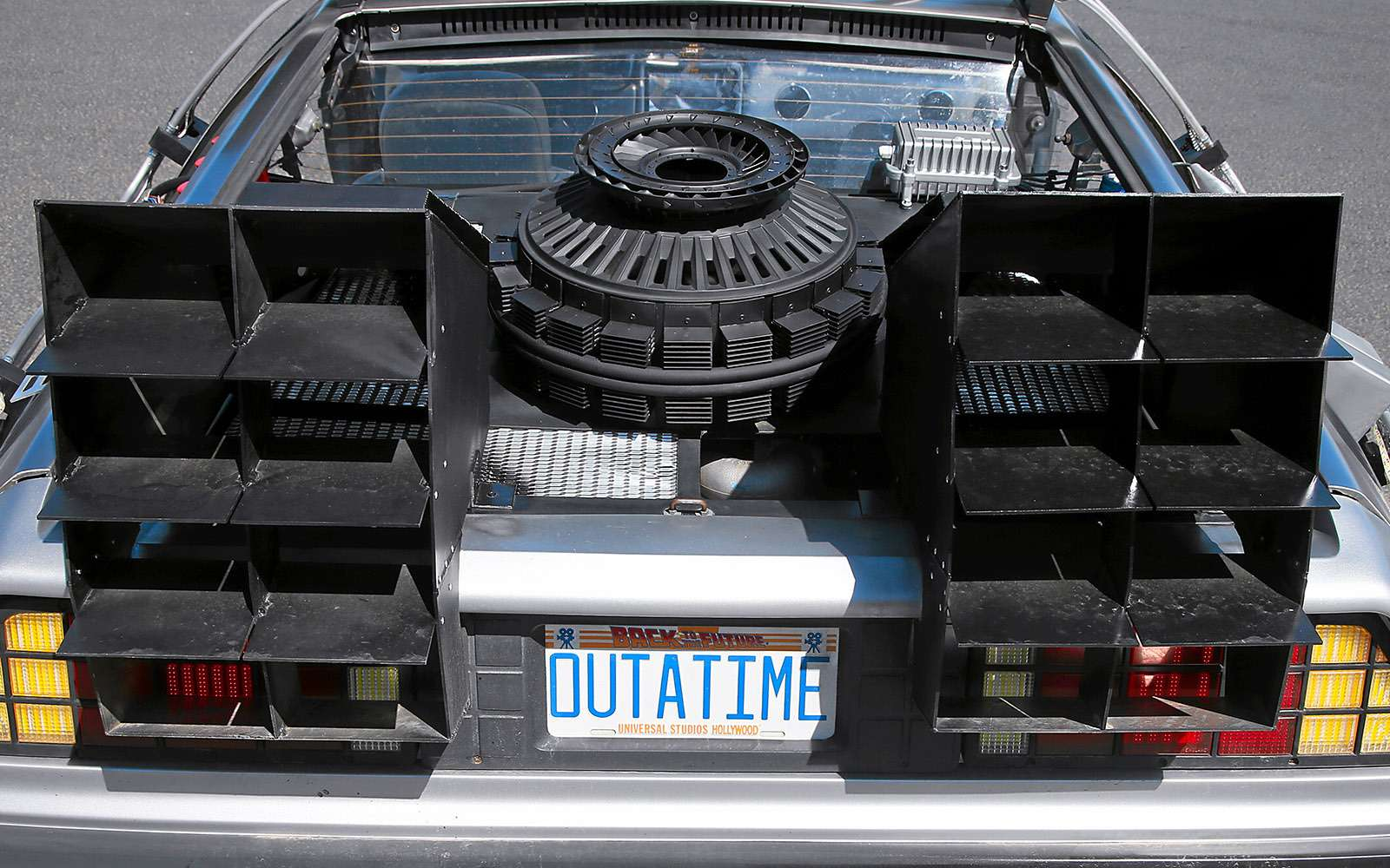 BMWi8и DeLorean DMC-12— вперед вбудущее— фото 637022
