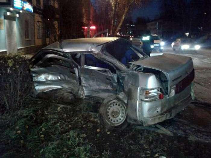 В Башкирии, вгороде Белебей пьяный водитель Toyota Celica проехал назапрещающий сигнал светофора иврезался вВАЗ-2110