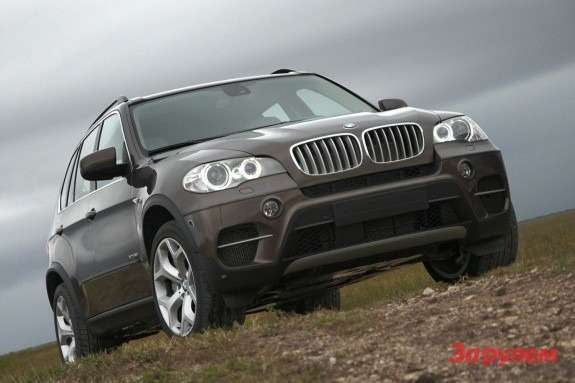 BMW X5 side-front view