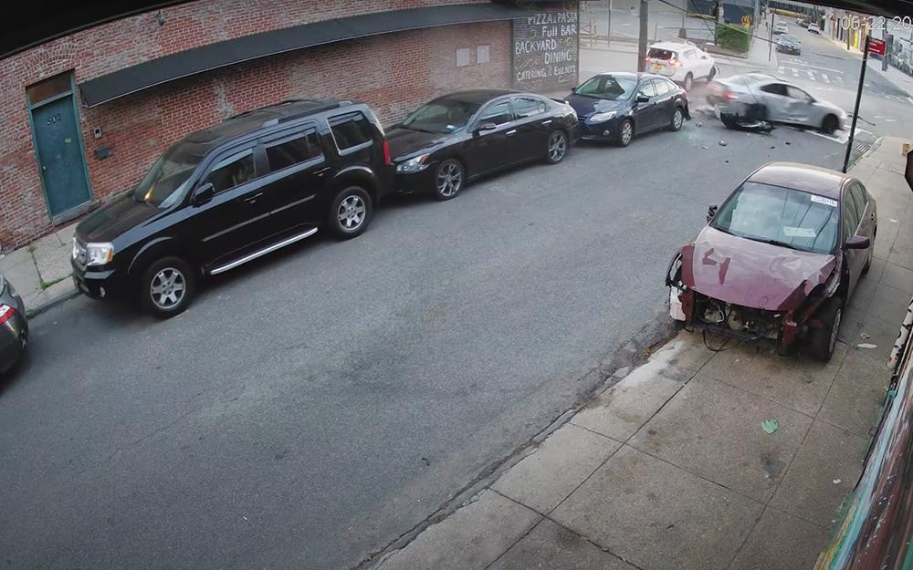 ВДТП-«паровозик» попали припаркованные машины— так тоже бывает
