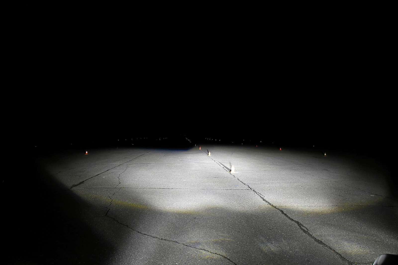 Супертест светодиодных фар: какая из10машин заглянет дальше?— фото 601228