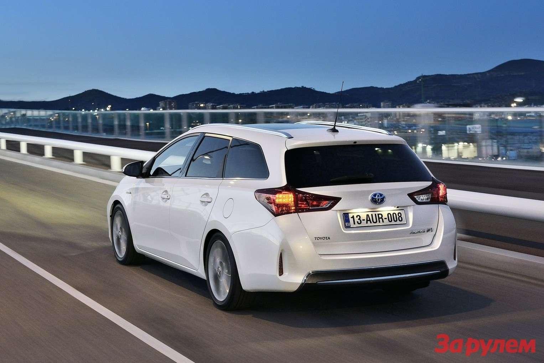 Toyota-Auris_Touring_Sports_2013_1600x1200_wallpaper_0b