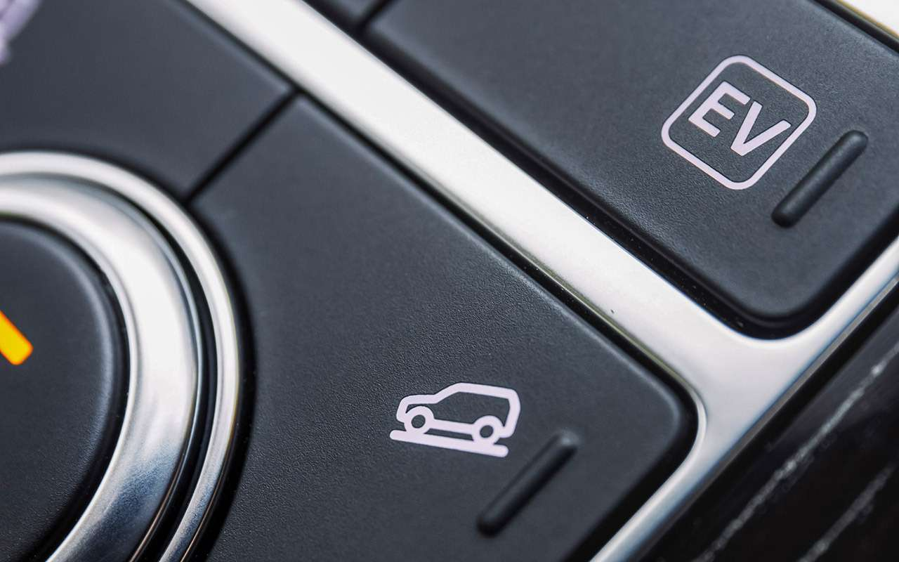Range Rover PHEV иRange Rover Sport SVR: что общего?— фото 870405