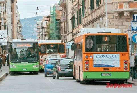 В тесных европейских городах много автобусов, укоторых  метановый двигатель дополнен гибридной установкой