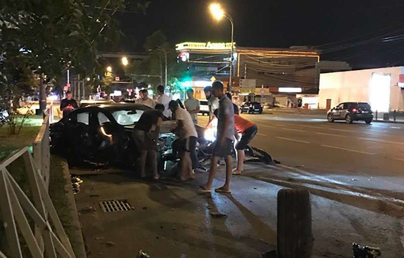 Нападающий Федор Смолов разбил BMW за9миллионов рублей