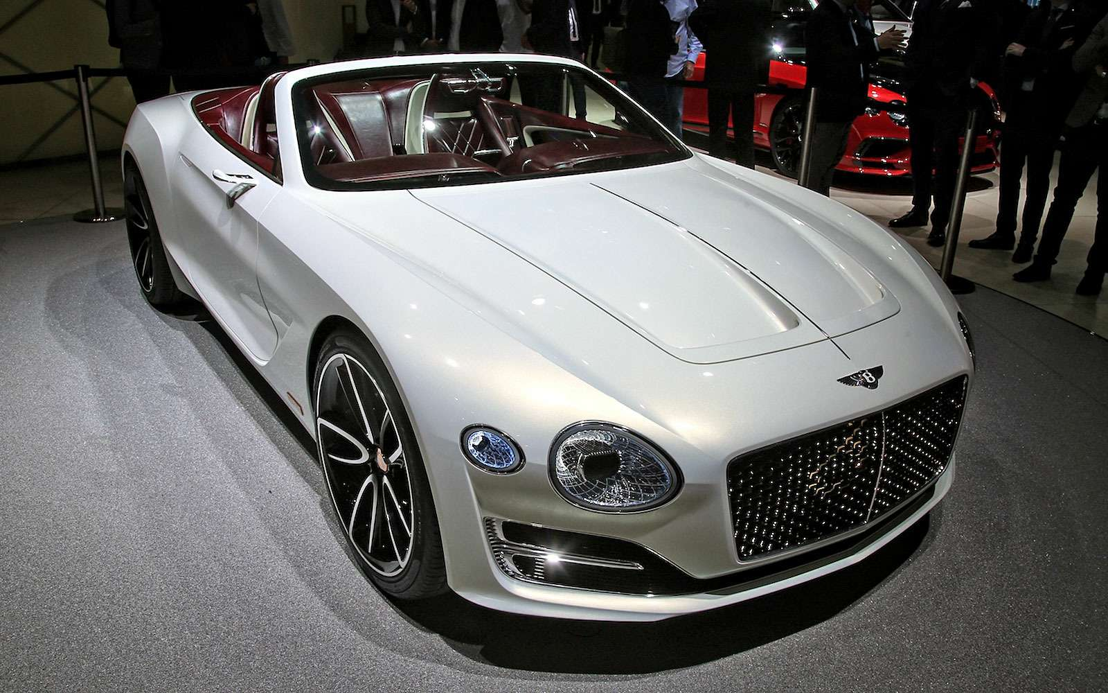 Безвредная красота: Bentley показала родстер EXP 12Speed 6e— фото 718271