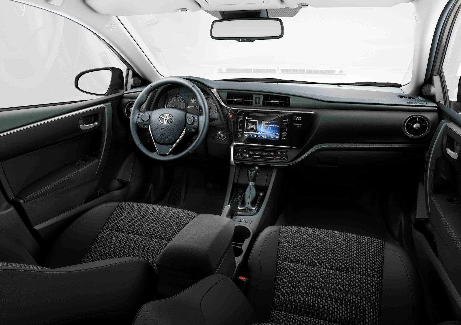 Toyota представила обновленный седан Corolla— фото 599036