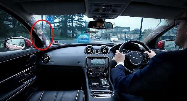Jaguar показал лобовое стекло свиртуальным обзором