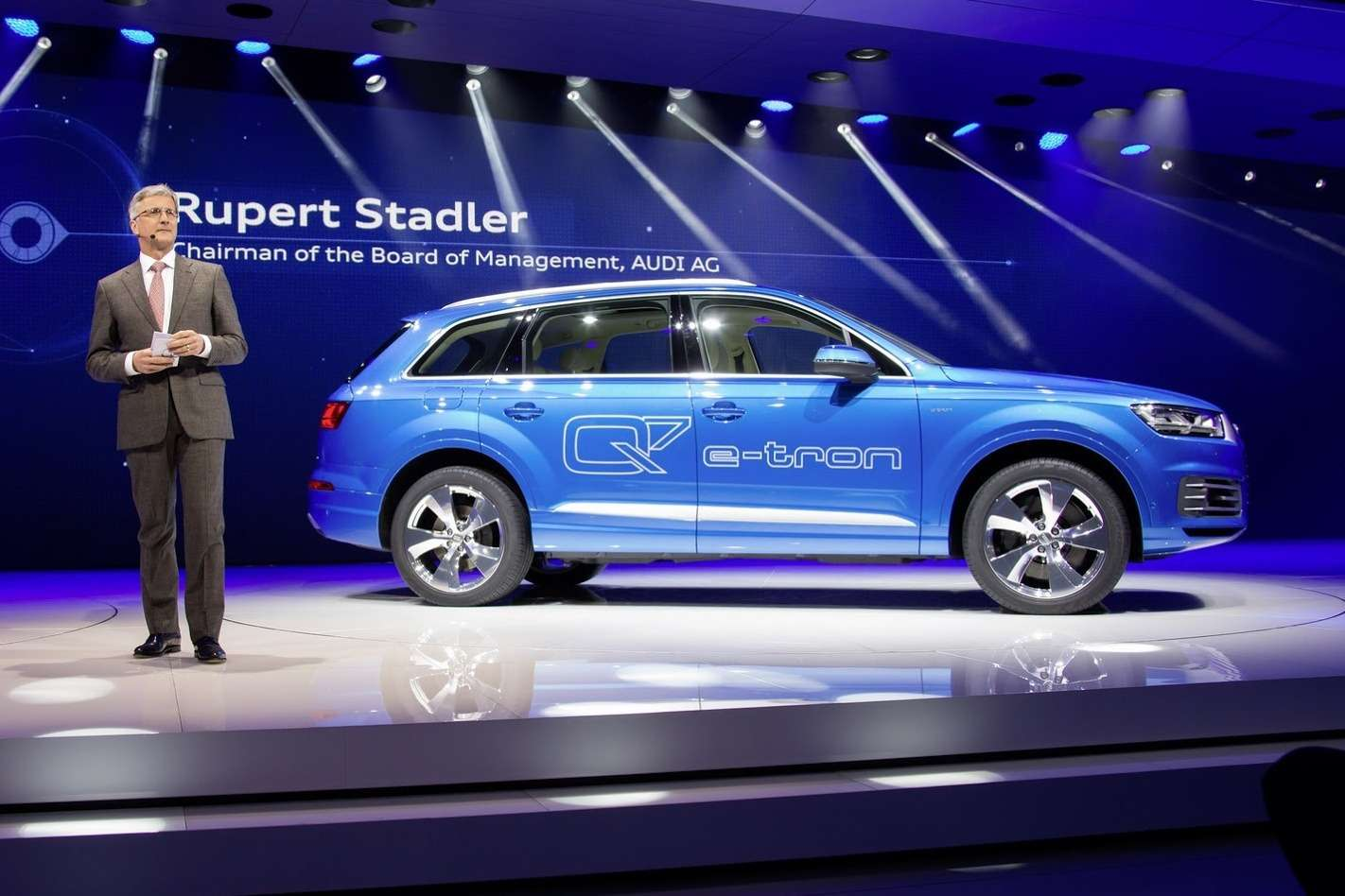Audi-Q7-E-tron-11