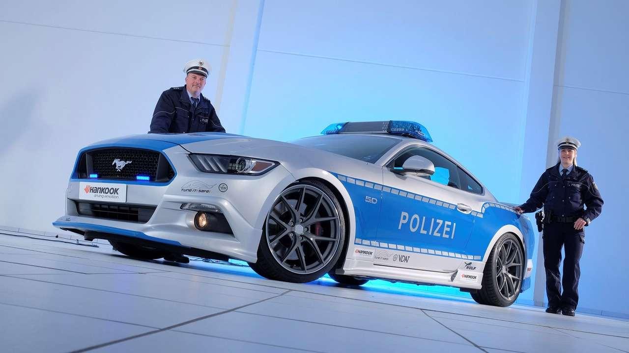 Серенький волчок: Ford Mustang превращен встража порядка— фото 670241