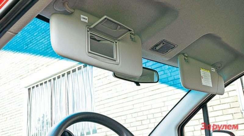 Макияжное зеркальце вводительском козырьке намекает нацелевую аудиторию машины.