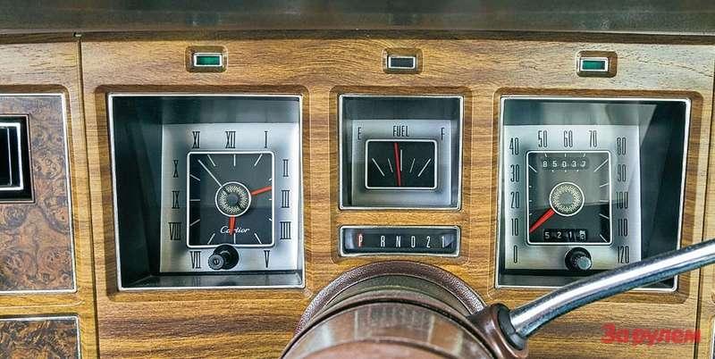 Слева вместо тахометра— часы, надвижение стрелок которых владелец, вероятно, смотрел спокойно, без нервозности.