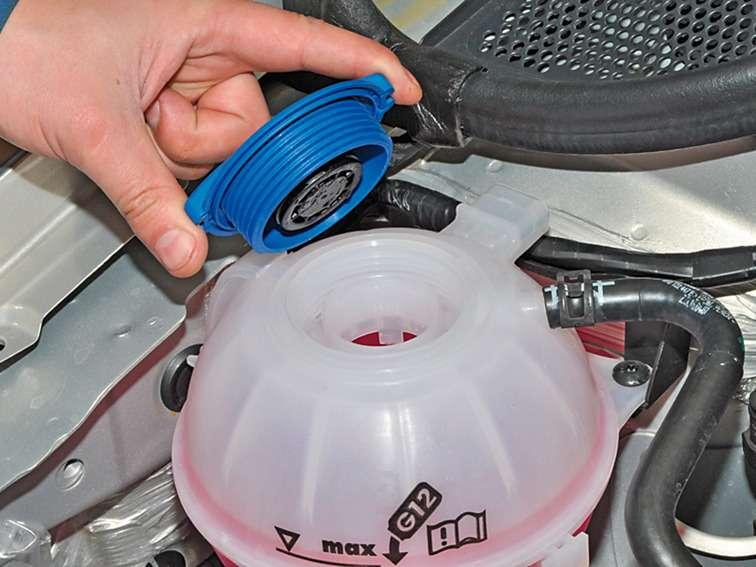 фольксваген поло седан замена охлаждающей жидкости