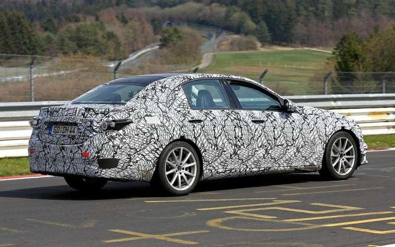 Новый Mercedes-Benz C-класса станет гладким игибридным