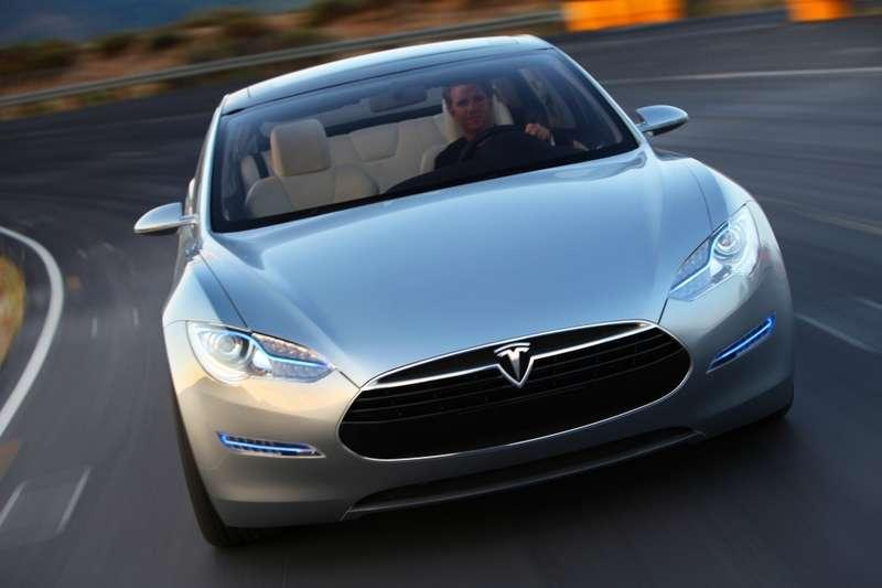 Tesla Model S— lifestyle8