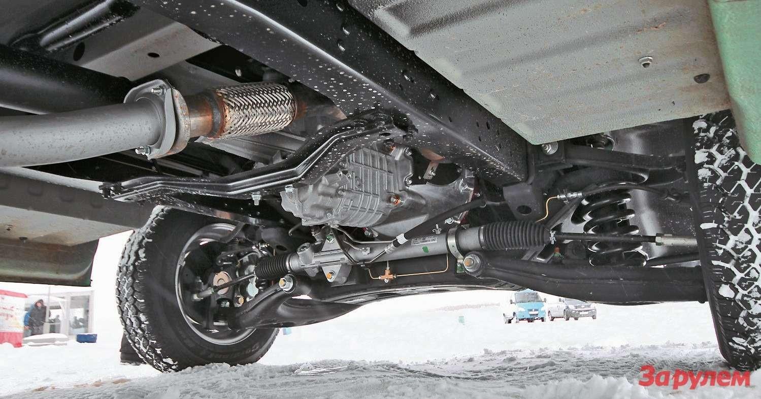Сзади балки независимой подвески установлен реечный рулевой механизм сгидроусилителем. Рейка— производства ZF, как, впрочем, и«червяк» на«Бизнесе»