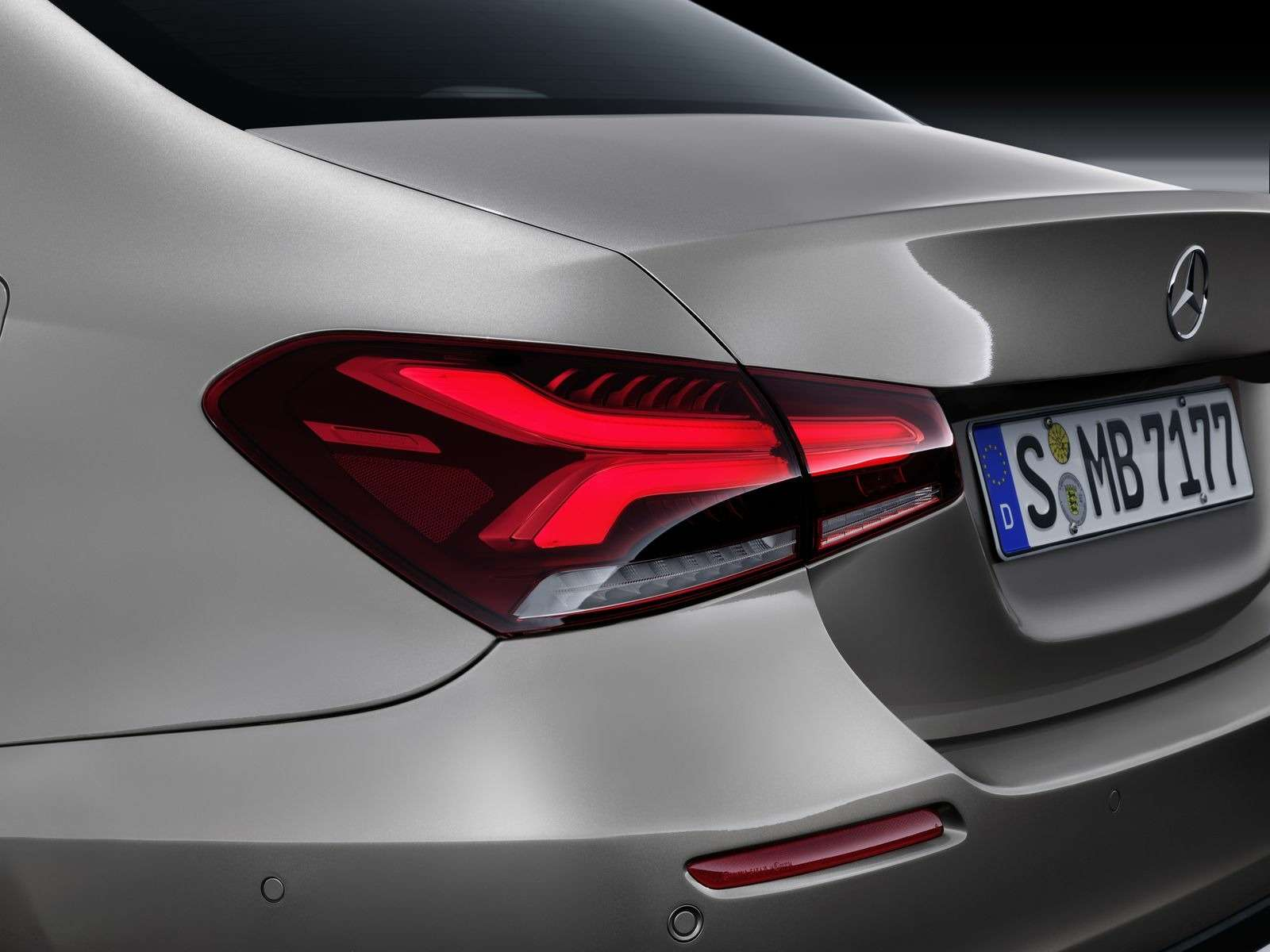 Евростандарт: представлен короткий седан Mercedes-Benz A-класса— фото 890434