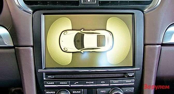 «У всех есть, а у 911-го почему-то нет» - к последнему поколению это уже не относится. Вдобавок к заднему парктронику с акустической индикацией новая модель наконец-то получила передний, с отображением картинки на центральном дисплее.