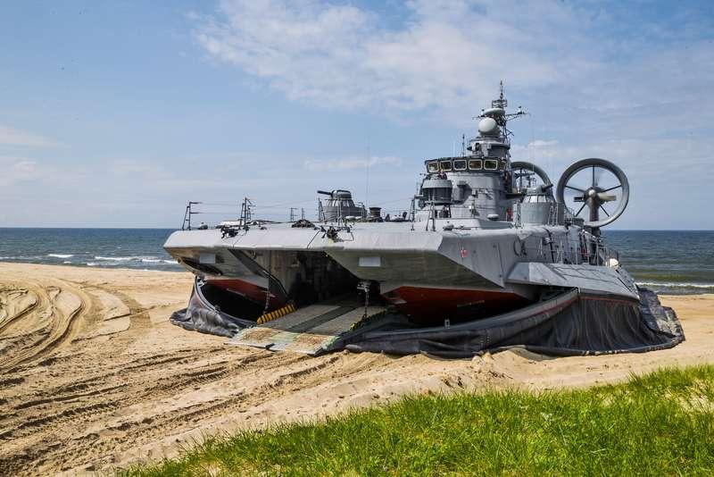 фото военные корабли на воздушной подушке праздником хочу поздравить