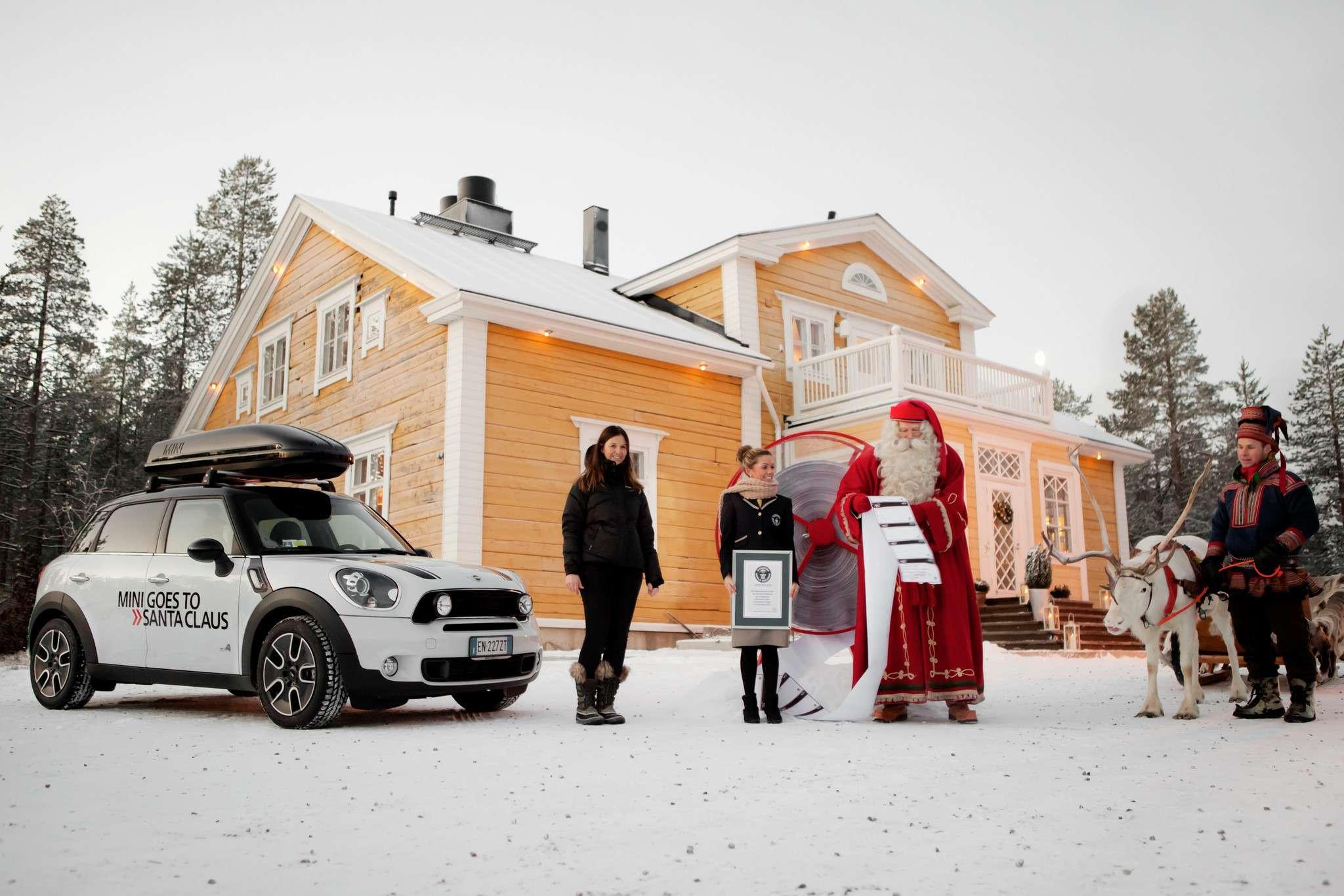 no_copyright_MINI_goes_to_Santa_Claus _3