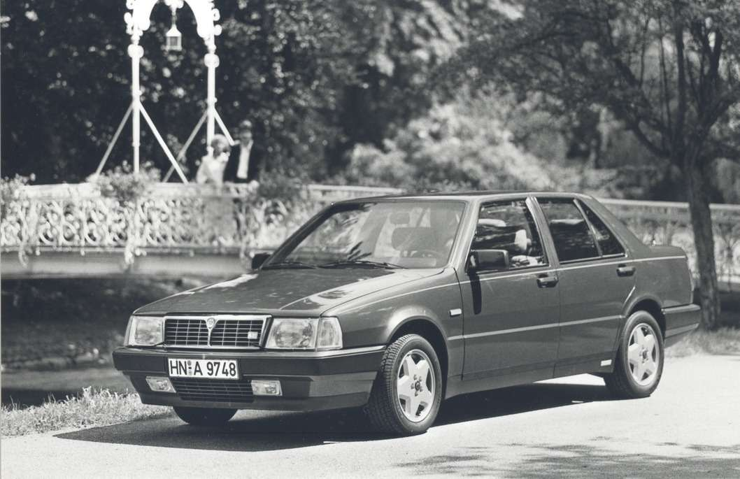 Lancia Thema 8:32 первого выпуска, 1986— 1987гг. Построено 2370 машин.