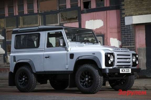 Land Rover Defender 90 X-Tech side-front view