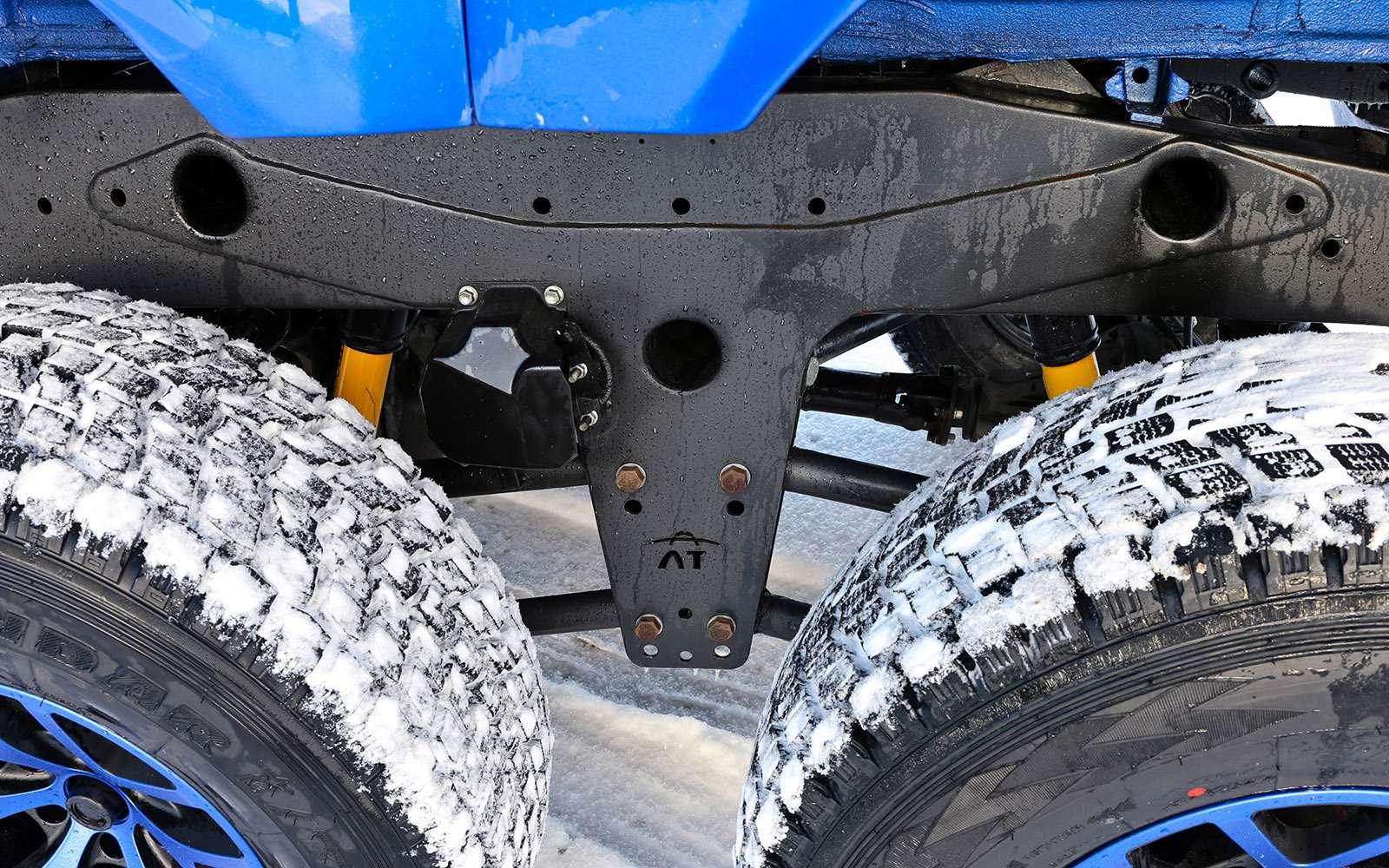 Пикапы Toyota Hilux Arctic Trucks: 4х4или 6х6?— фото 745682