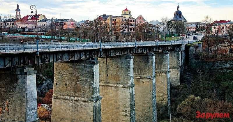 Каменец-Подольский: въезд вСтарый город, первое упоминание окотором относится к1374 году.
