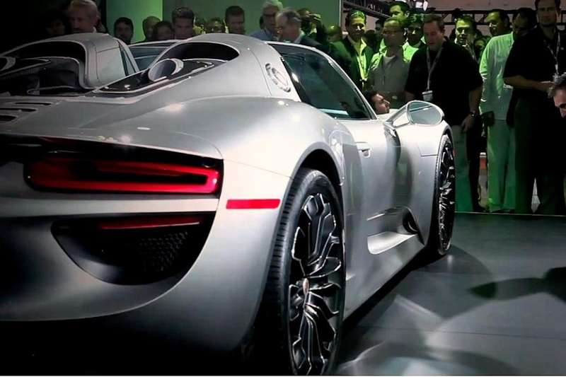 Series production Porsche 918 Spyder rear end_no_copyright