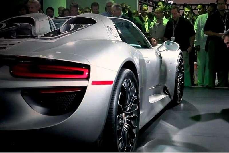 Series production Porsche 918 Spyder rear end_no_copyright