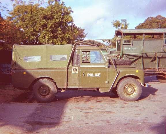 Land Rover с наваренной рамой. Первоначальная версия защиты от опрокидывания.
