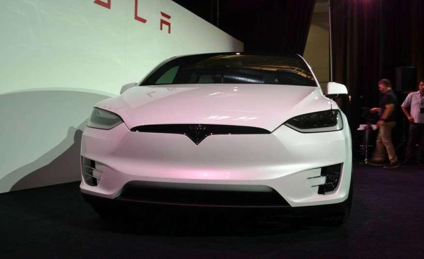 2016-Tesla-Model-X-111-876x535